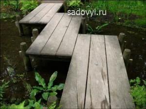 деревянный мостик для сада и дачи, фото