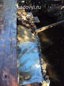 как оформить берег ручья