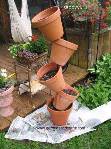 Как оформить цветник на даче из старых глиняных горшков ...