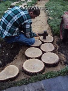 садовая дорожка из спилов дерева своими руками