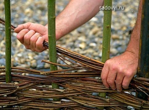 Как сделать плетень на даче своими руками