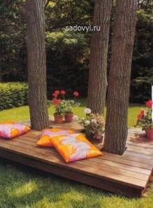 красивая садовая скамейка вокруг дерева фото