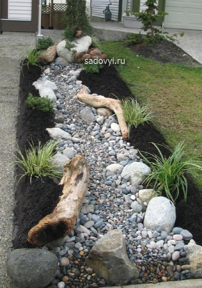 как сделать сухой ручей в саду своими руками