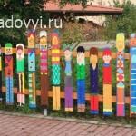 как украсить забор, оригинальные заборы для дачи, фото