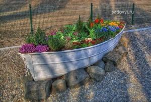 садовый декор своими руками, использование старой лодки
