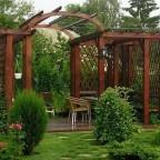 DU3Q99hveTw - Обустройство загородного дома и участка своими руками - Такой перголой можно прикрыть укромные участки на даче или, наоборот, выделить их!